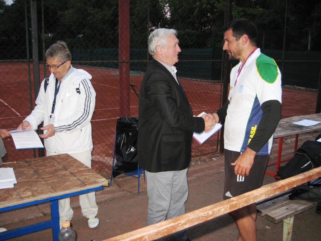 Uručenje medalje pobedniku starije kategorije Goranu Krstonošiću